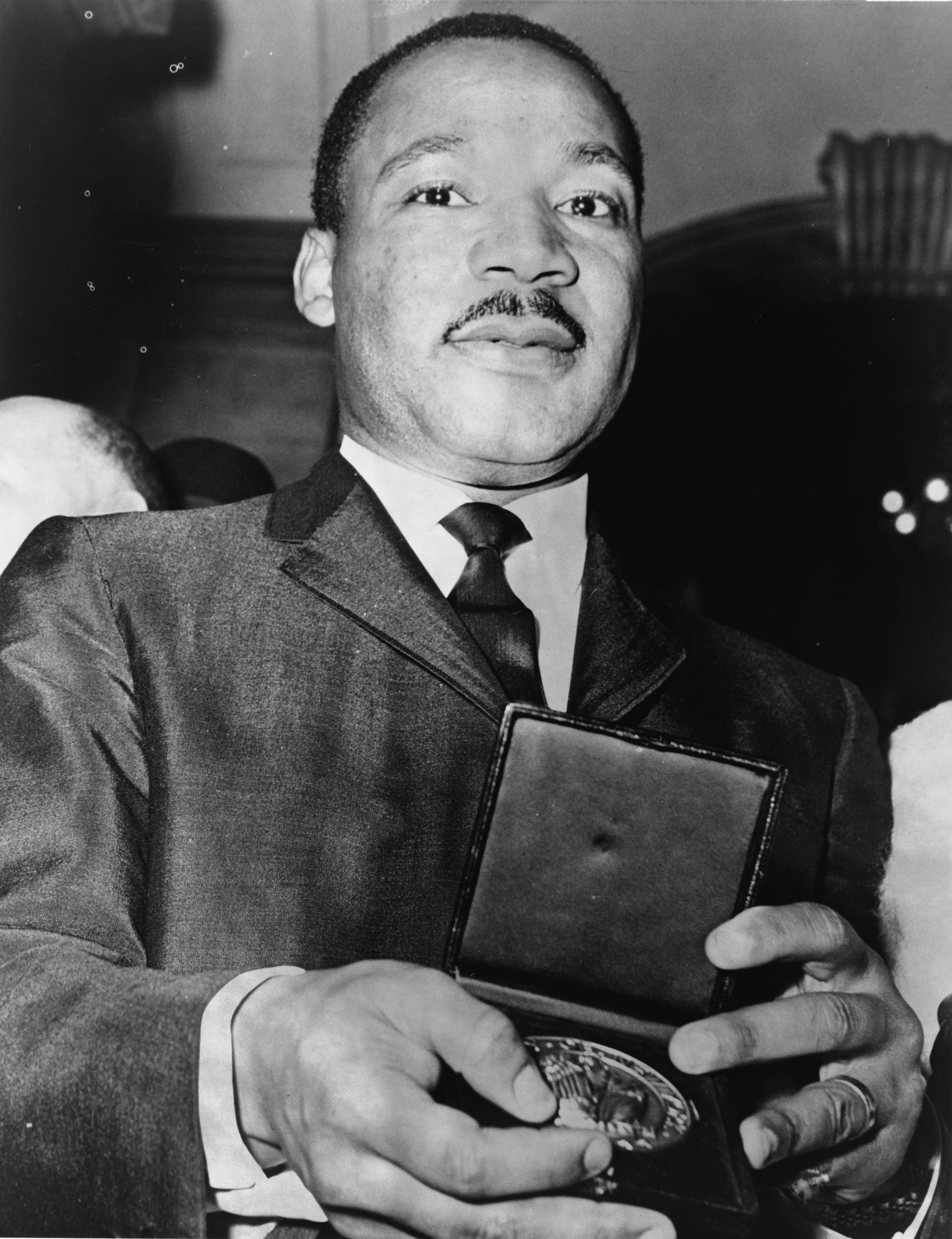 Martin_Luther_King_Jr_with_medallion_NYWTS.jpg