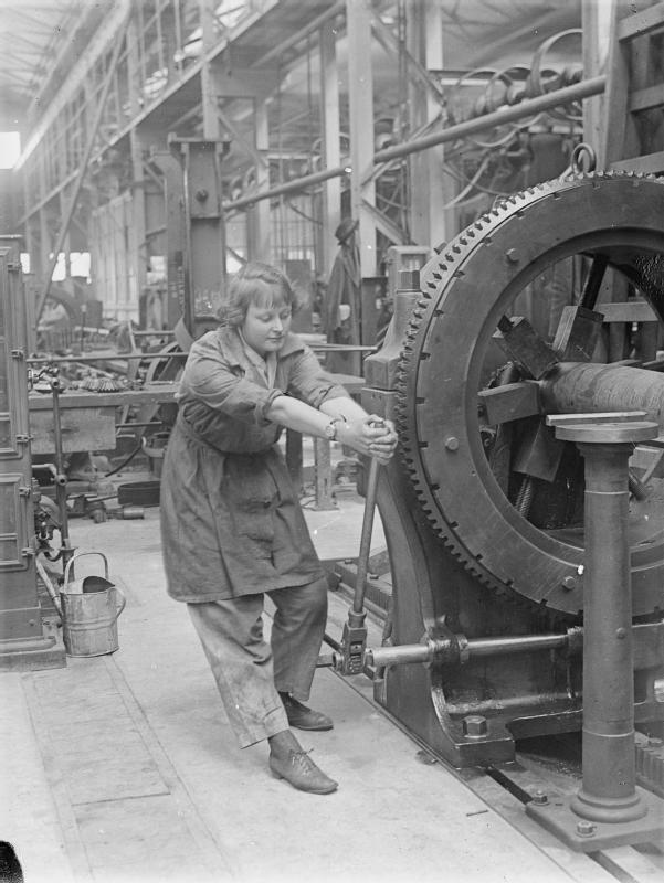 Factory Woman_operating_rifling_machine_Royal_Gun_Factory_1918_IWM_Q_27839.jpg