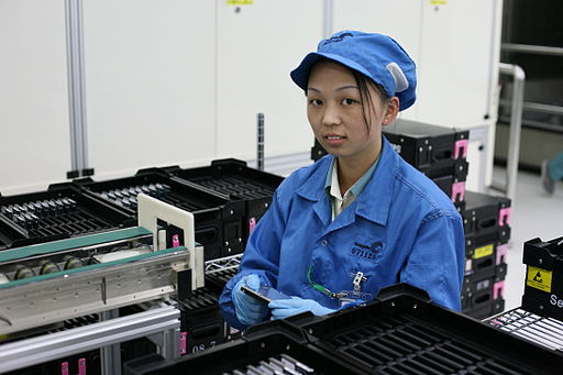 Chinese Worker_at_Seagate_tests_drives.jpg